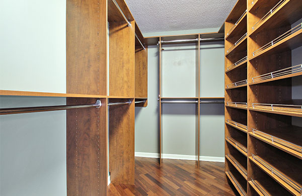 Optima Old Orchard Woods Large Closet